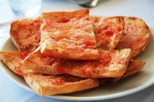 Chleb z pomidorami po hiszpańsku