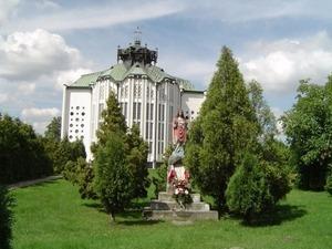 wieża kościoła pod wezwaniem Świętego Piusa V Papieża