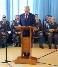 """Przekazanie przez kombatantów Sztandaru 15 Pułku Piechoty """"Wilków"""" społeczności Liceum Ogólnokształc"""
