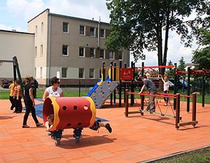Budowa placu zabaw  przy Szkole Podstawowej nr 1 w Specjalnym Ośrodku Szkolno-Wychowawczym w Dęblinie.