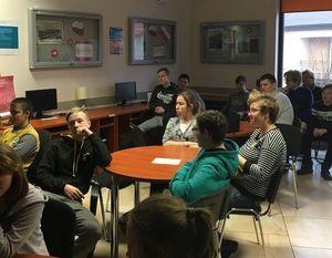 SOSW na Obchodach Dnia Bezpiecznego Internetu w Miejskiej Bibliotece Publicznej w Dęblinie