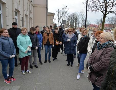 """Pracownicy samorządowi zaangażowani w akcję """"Sprzątanie Miasta Dęblin 2019"""""""