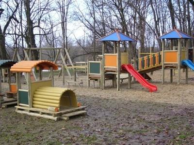 Urządzenie placu zabaw na działce nr 793/2 przy Szkole Podstawowej w Tuszowie
