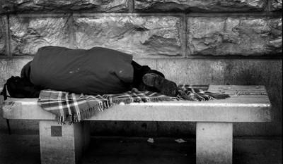 Apel o pomoc osobom bezdomnym, samotnym i starszym