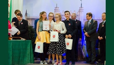 """XIII Powiatowy Festiwal Piosenki """"Niezapomniane melodie"""" z sukcesami..."""
