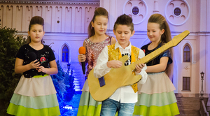 """XIII Powiatowy Festiwal Piosenki """"Niezapomniane melodie"""" za nami…"""