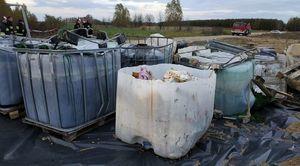 Niebezpieczne odpady chemiczne porzucone na terenie naszej gminy