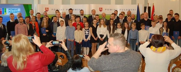 Najlepsi sportowcy nagrodzeni przez Starostę Puławskiego