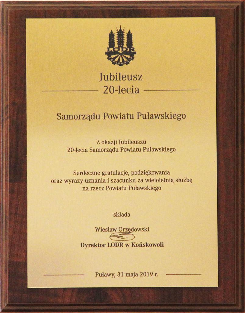 Jubileusz 20-lecia Samorządu Powiatu Puławskiego - grawerton od Dyrektora LODR w Końskowoli
