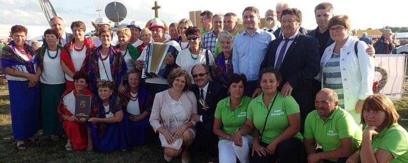 Wielki sukces delegacji wieńcowych z powiatu puławskiego na Dożynkach Wojewódzkich Radawiec 2019