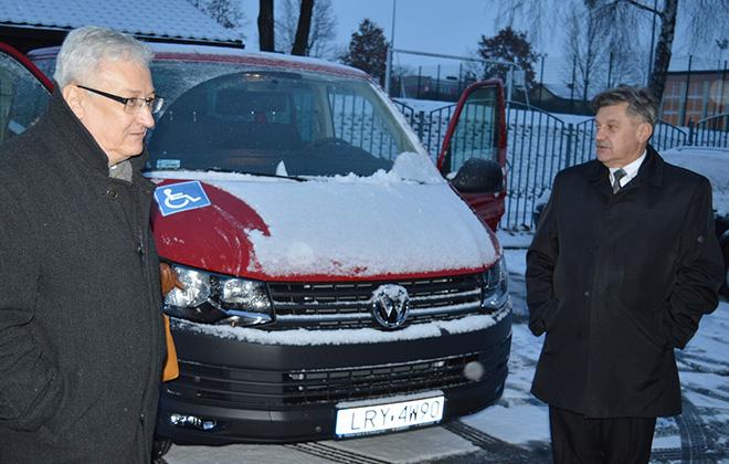 Nowy samochód przystosowany do przewozu osób niepełnosprawnych dla DPS w Leopoldowie
