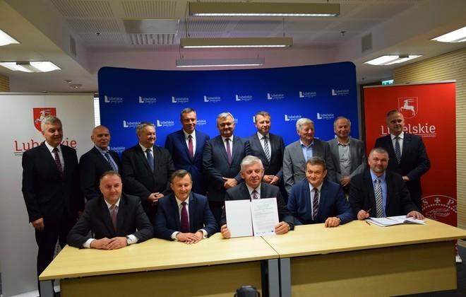 """Podpisanie umowy w ramach partnerskiego projektu """"e-Geodezja"""""""