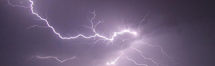 Informacja dotycząca bezpiecznych zachowań podczas burz