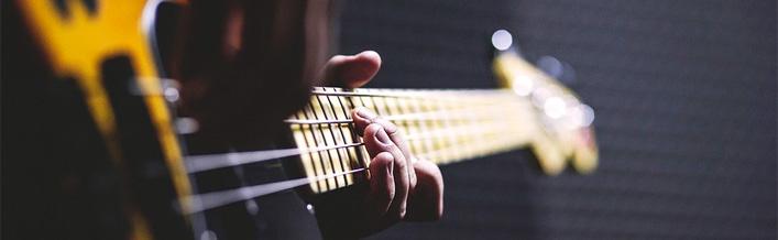 Kolędy w aranżacjach na gitarę i bębny oraz warsztaty bębniarskie