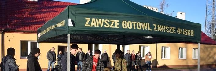 Żołnierze rezerwy w szeregach WOT - Kolejni ochotnicy WOT rozpoczynają szkolenie wyrównawcze
