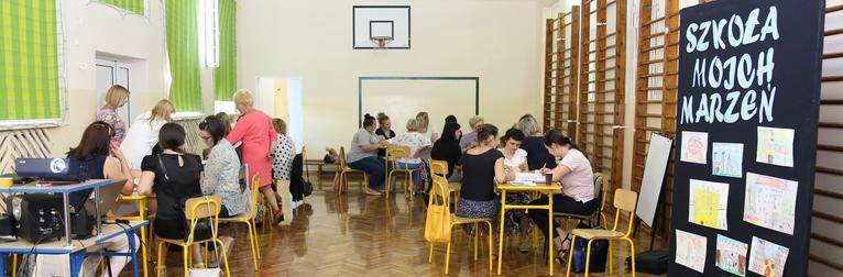 """Spotkanie dialogowe poświęcone """"Kierunkom rozwoju edukacji w gminie Wólka wmyśleniu o uczniu XXI wieku""""."""