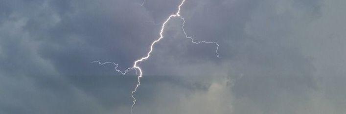 Zasady zachowania się podczas burz i nawałnic