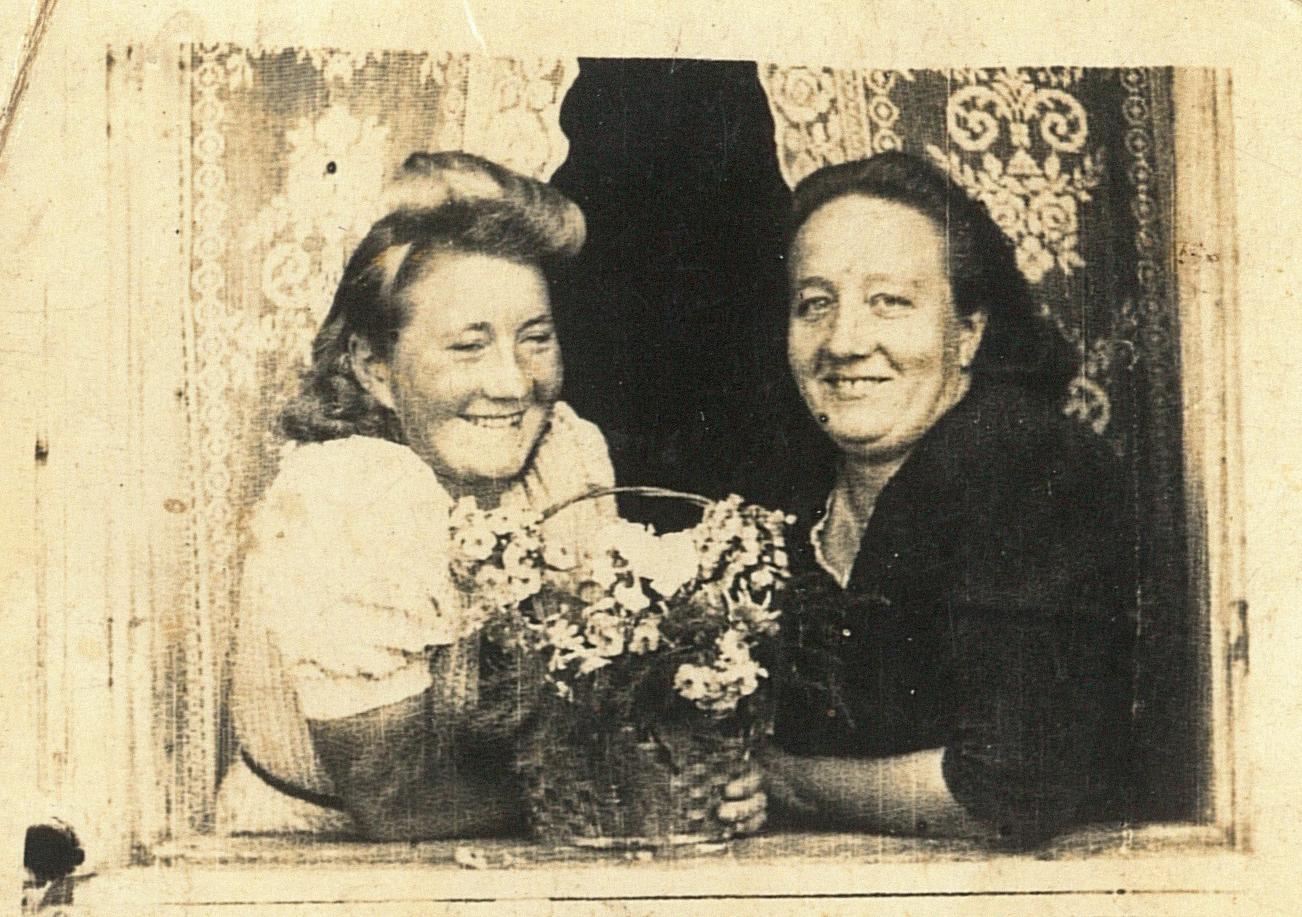pani Eleonora (od prawej) z siostrą Stefanią