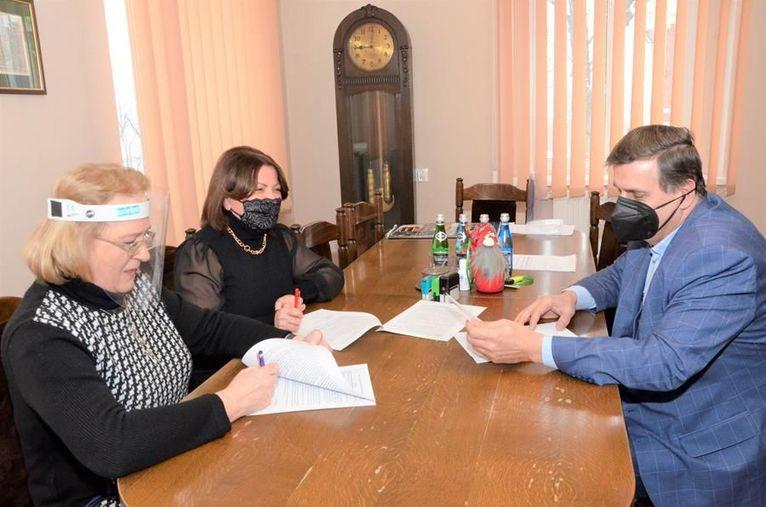 podpisanie umowy na dofinansowanie zabiegów rehabilitacyjnych