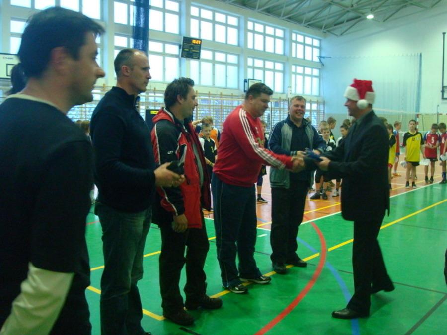 Mikołajkowy Turniej Minisiatkówki o Puchar Burmistrza Annopola