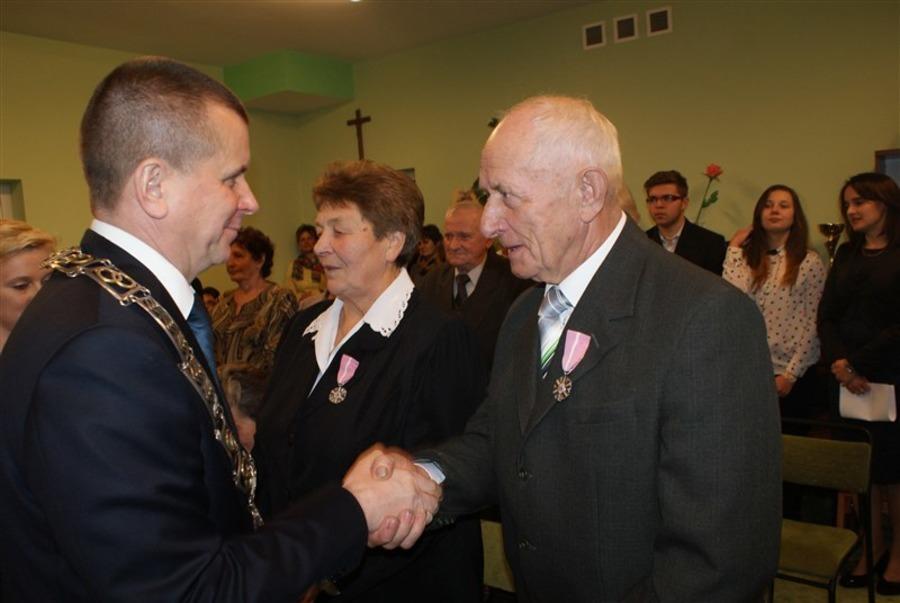 """Uroczyste wręczenie """"Medali za Długoletnie Pożycie Małżeńskie"""""""