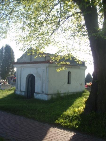 <p><strong>BORÓW - Kapliczka (mauzoleum)</strong></p>