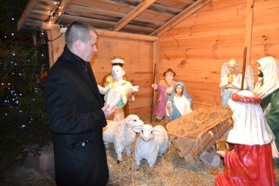 UROCZYSTE PRZENIESIENIE FIGURKI DZIECIĄTKA JEZUS DO SZOPKI NA RYNKU W ANNOPOLU