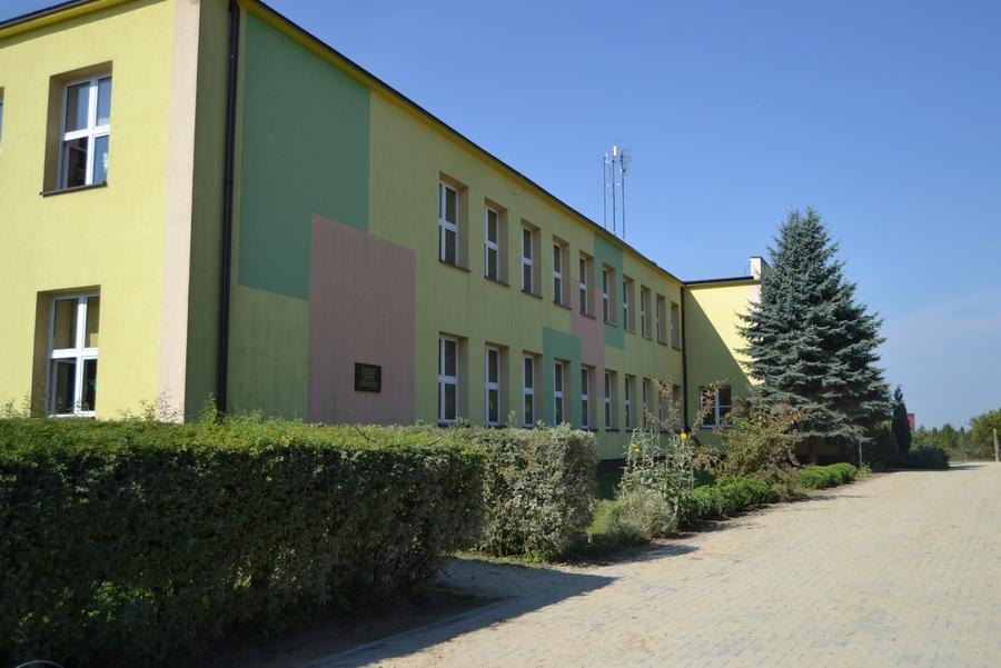 <p>Publiczna Szkoła Podstawowa w Grabówce</p>