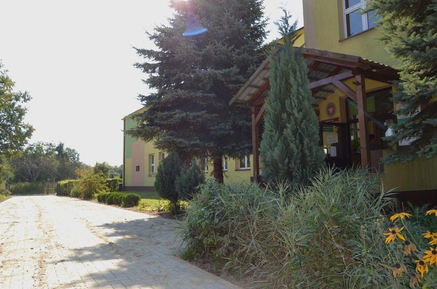 <p>Publiczna Szkoła Podstawowa w Grabówce</p> <p><span class=