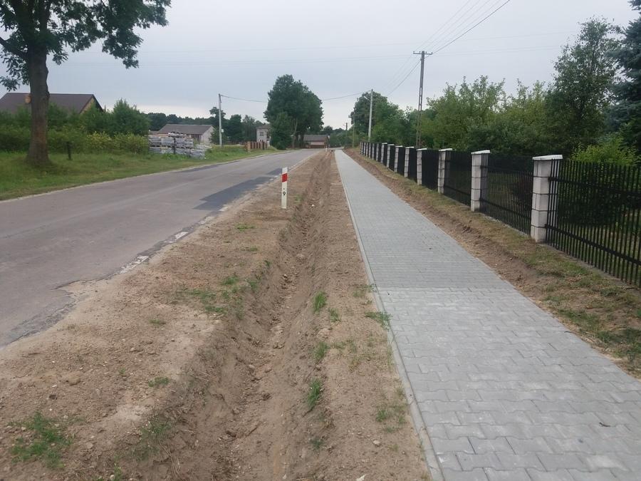 Budowa chodnika ze zjazdami w Opoce Dużej w ciągu drogi wojewódzkiej nr 759 od Michalina w kierunku
