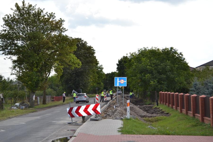 <p>Budowa chodnika w Opoce w ciągu drogi wojewódzkiej nr 854</p>