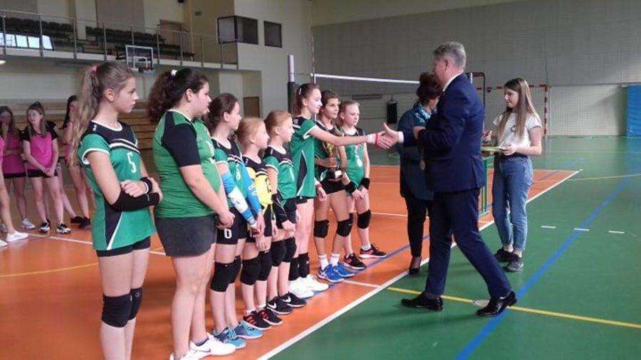 Złoty i srebrny medal Mistrzostw Województwa LZS Szkół Podstawowych w siatkówce chłopców i dziewcząt