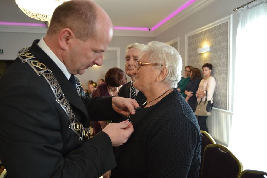 """Uroczystość wręczenia ,,Medalu za Długoletnie Pożycie Małżeńskie"""""""