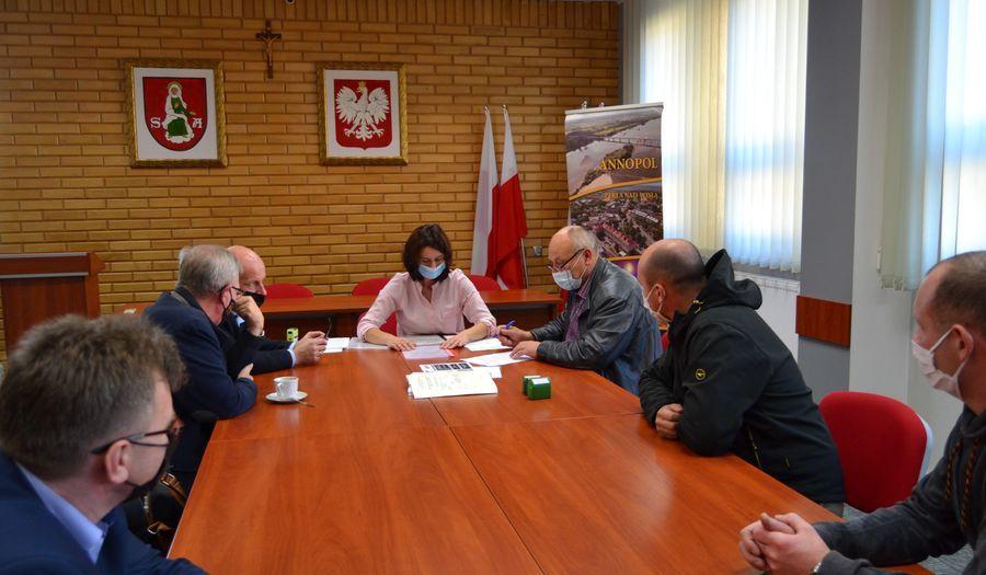 Podpisanie umowy z wykonawcą projektu pn.