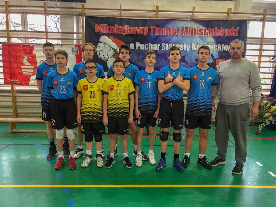 Zespół Plasu Kielce z trenerem