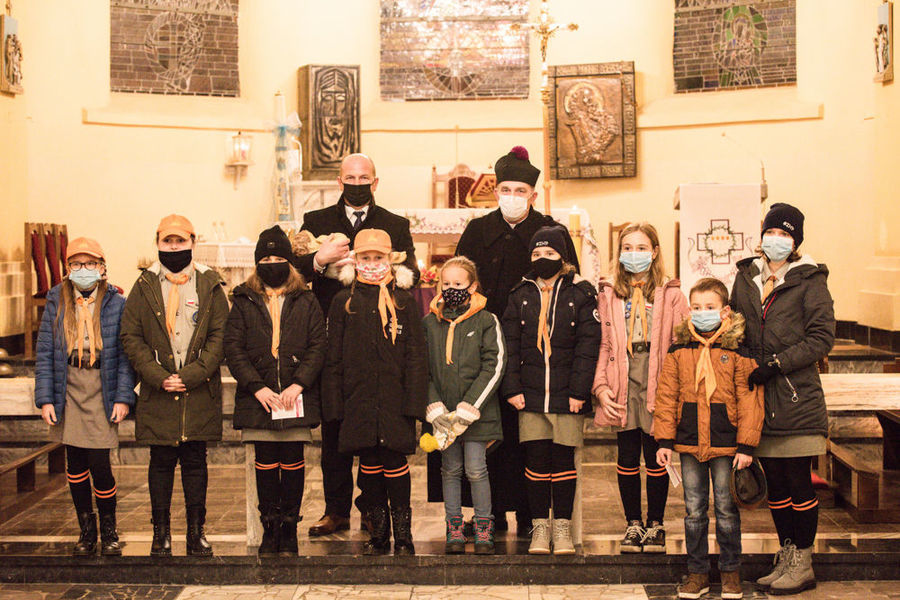 Poświęcenie i przeniesienie do szopki figurki Dzieciątka Jezus