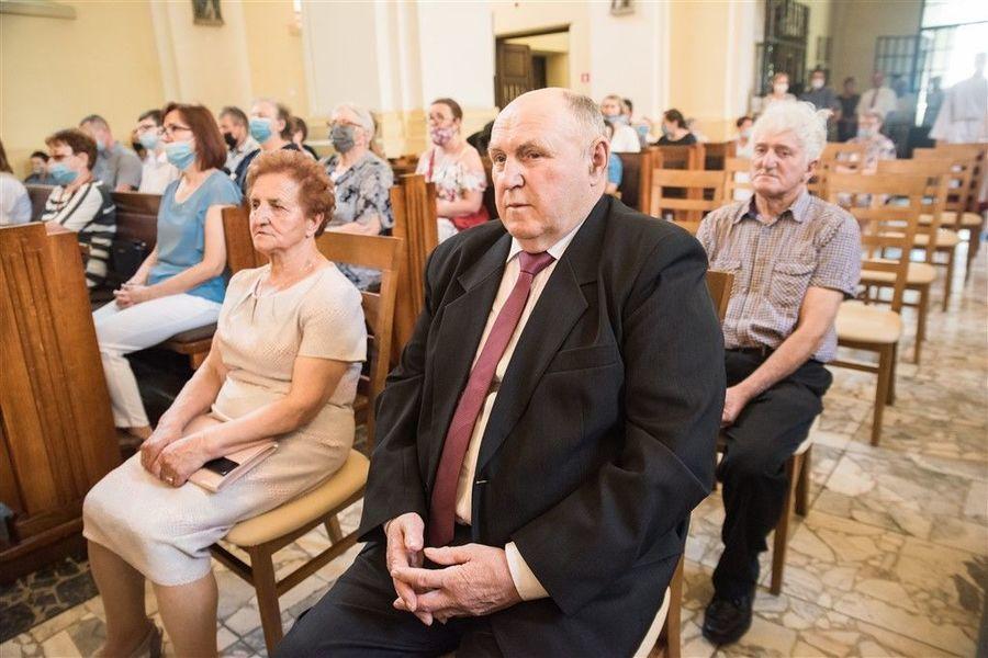 Państwo Henryka i Wiesław Gil podczas Mszy Św. z okazji Jubileuszu 50-lecia Pożycia Małżeńskiego