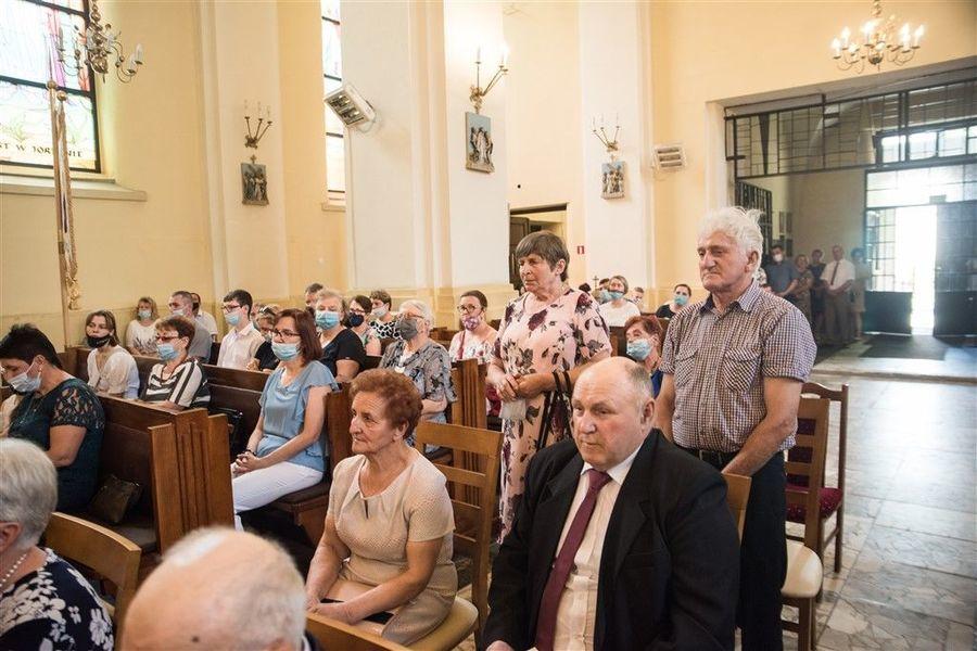 Państwo Irena i Kazimierz  Mazur podczas Mszy Św. z okazji Jubileuszu 50-lecia Pożycia Małżeńskiego.