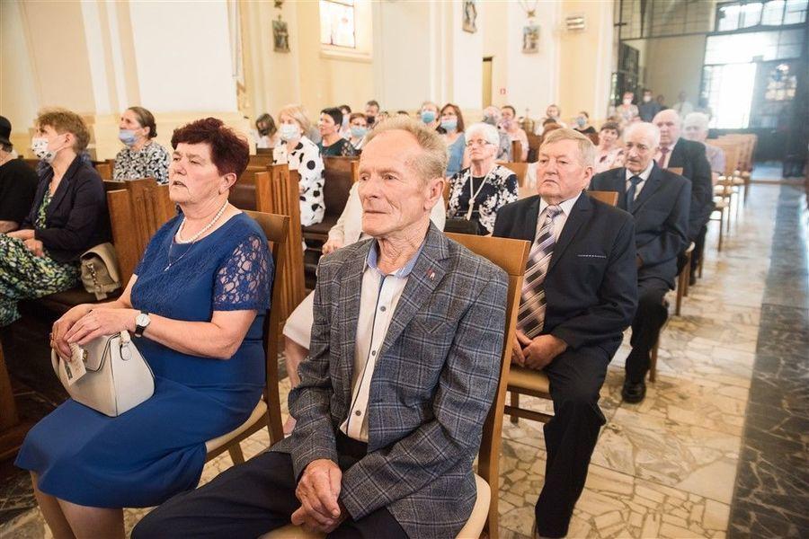 Państwo Krystyna i Stefan Zamłyńscy podczas Mszy Św. z okazji Jubileuszu 50-lecia Pożycia Małżeńskiego.