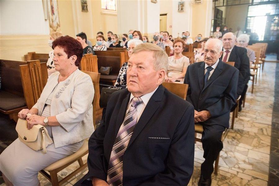 Państwo Danuta i Janusz Olszówka podczas Mszy Św. z okazji Jubileuszu 50-lecia Pożycia Małżeńskiego.