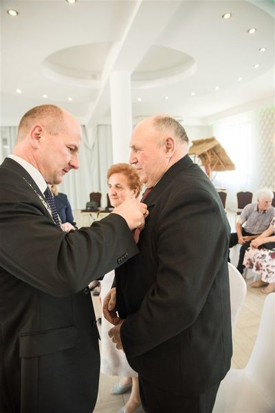 Odznaczenie Pana Wiesława Gila medalem za długoletnie pożycie małżeńskie.