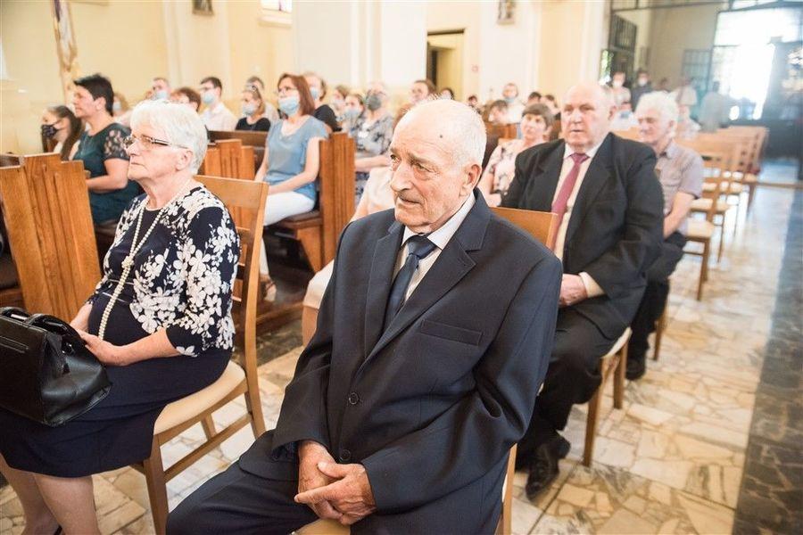 Państwo Alina i Zenon Piwowarscy podczas Mszy Św. z okazji Jubileuszu 50-lecia Pożycia Małżeńskiego.