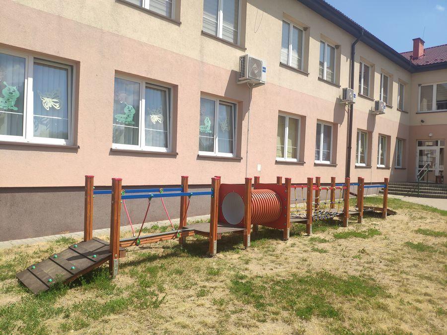 Plac zabaw przy przedszkolu w Annopolu