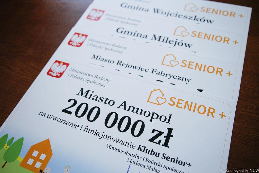 Podpisanie umowy na utworzenie Klubu Senior+ w Annopolu