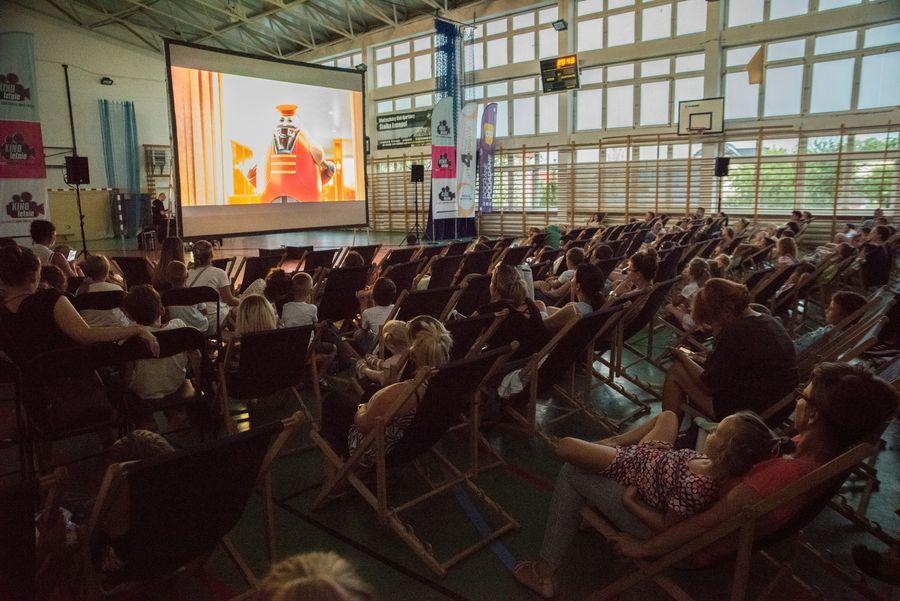 Projekcja filmów w ramach Kina Plenerowego