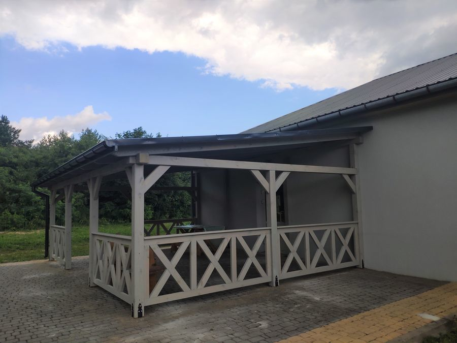 Nowowybudowana altana przy Domu Senior  w Wymysłowie