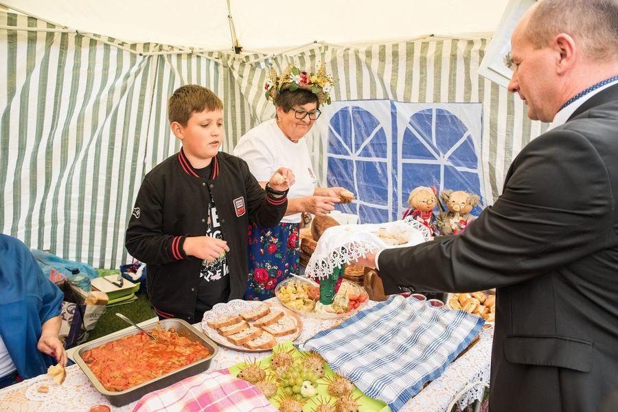 Ceremonia dzielenia się chlebem