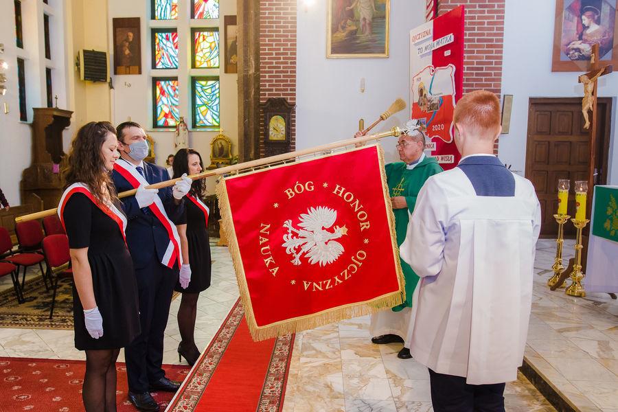 Uroczystości w kościele poświęcenie sztandaru