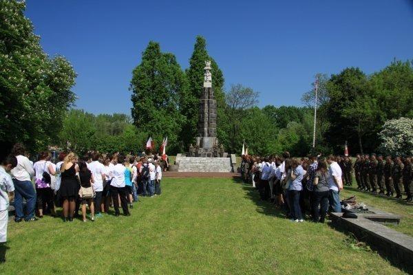 Odznaczenie Sztandarów Liceum Ogólnokształcącego i Szkoły Podstawowej Nr 5