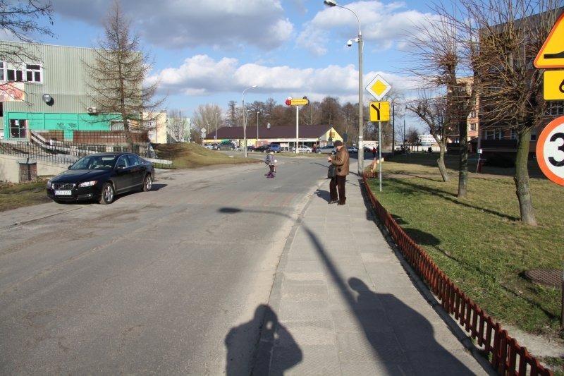 Wymiana nawierzchni chodnika w ul. Kowalskiego.